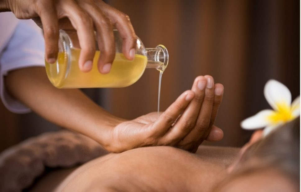 aromatic-hot-essential-oil-massage